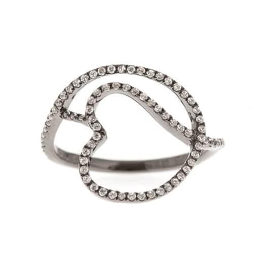 银戒指黑色交织在一起的心3