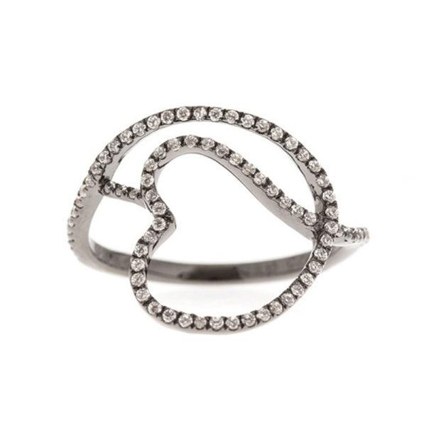 银戒指黑色交织在一起的心1