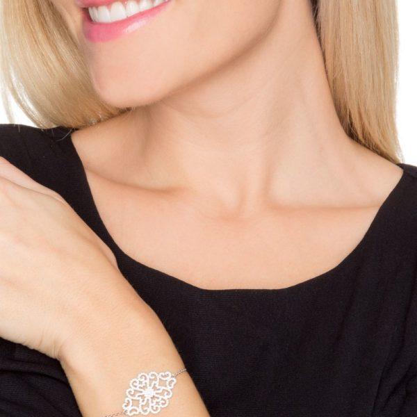 带有花卉图案的银色手链,镶有Rhodia 2
